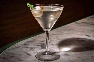 最烈的鸡尾酒排行榜,Absenthe绿精灵你敢尝试吗