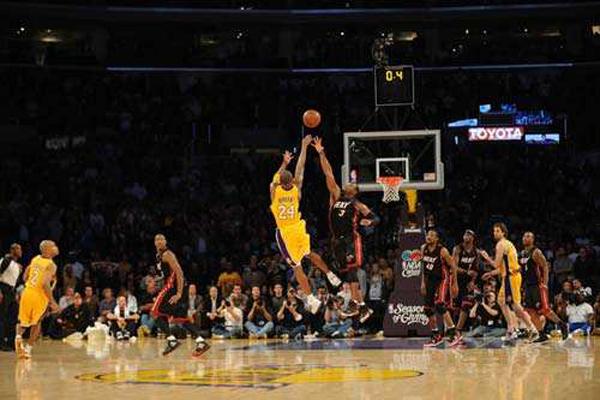 NBA十大超远三分绝杀 詹姆斯·哈登排名第二,第一名是谁呢