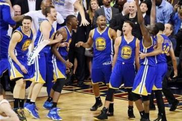 NBA十大最长连胜纪录 喝彩!连胜记录33场 湖人登榜第一名