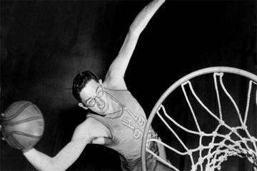 NBA远古四大神兽 身高2.16曾经获得七届NBA得分王,荣登首榜