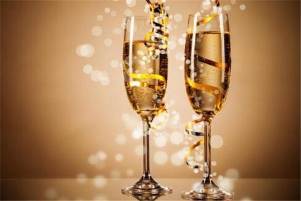 世界十大名酒,金酒最烈,茴香酒你能接受吗
