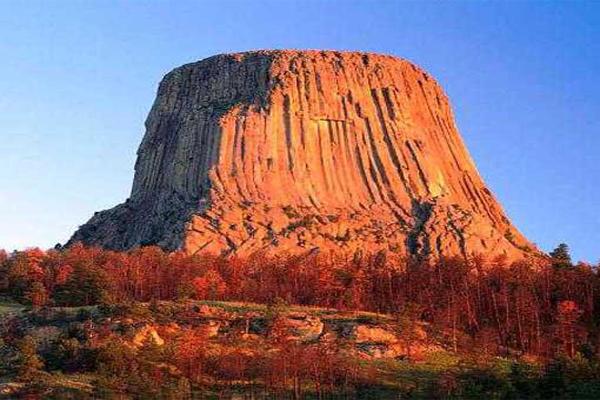 世界十大悬崖峭壁 恐怖!被大自然的鬼斧神工吓到腿软的景观