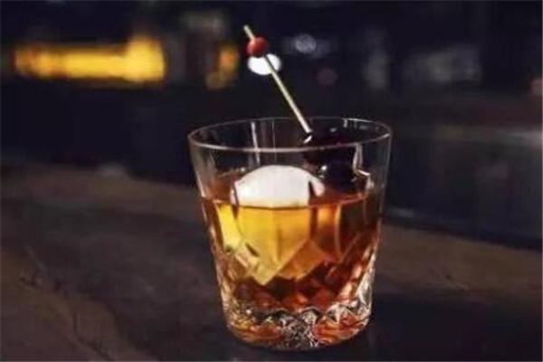 十大男士鸡尾酒,曼哈顿必尝,第二款喜欢喝的不会是一般人
