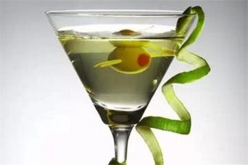 十大男士鸡尾酒,曼哈顿必尝,喜欢喝第二款的不会是一般人