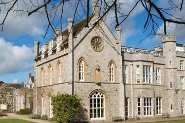 英国排名前十的高中:伊顿公学上榜 英国最好的十所高中排名