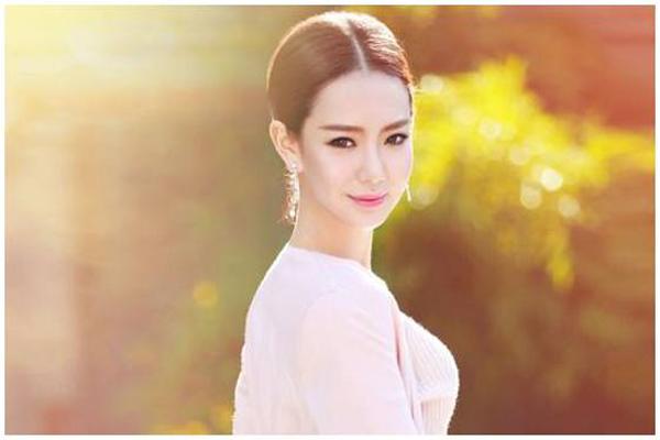 整容后变漂亮的十大女明星 杨幂排名第3,第一名竟然是混血