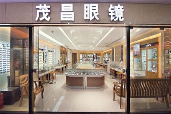 国内十佳眼镜连锁品牌,博士/宝岛眼镜均在前列