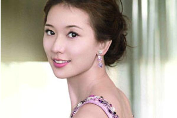 中国十大冻龄女神 现已经64岁的她是什么让她青春如18岁一样