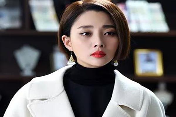中国娱乐圈十大酒窝美女 李小璐排名第7,第一名是新疆美女