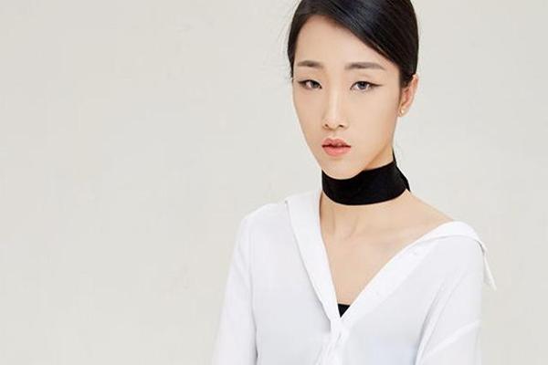 中国娱乐圈十大单眼皮美女 周冬雨排第二,第一人称大表姐