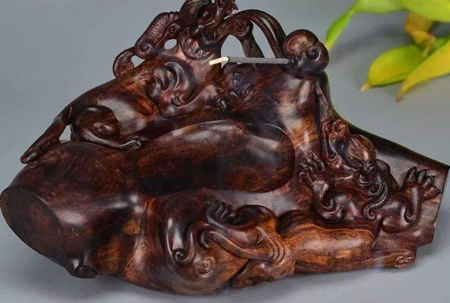 中国十大好木头 黑檀木纹理最美,海南黄花梨最珍贵