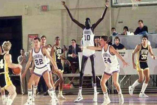 NBA历史身高排名 姚明身高2.26米只排第5名,第一名堪称巨人
