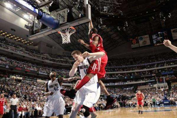 NBA十大残暴扣篮 惨不忍睹!皮蓬尤因狭路相逢,被皮蓬暴扣