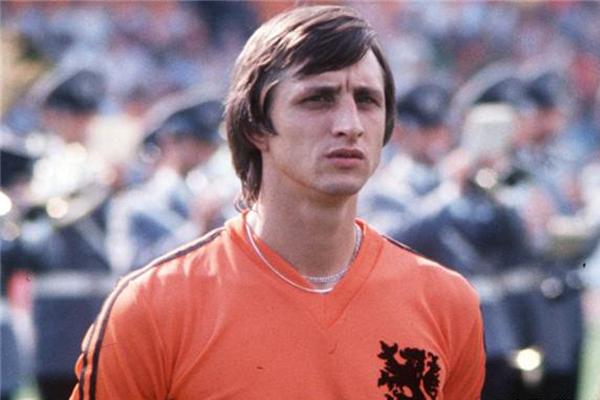 荷兰十大球星排行榜:范巴斯滕排名第2,第一名是他毫无疑问