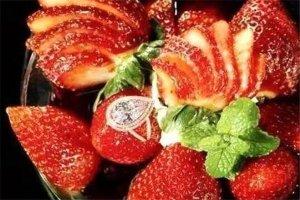 www.617888.com三大最贵冰淇淋,草莓阿诺售价百万美元,贫穷限制了想象
