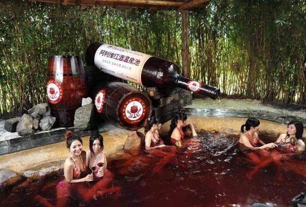 世界十大奇葩沐浴方法 石油浴竟流传一千年,你听说过几个