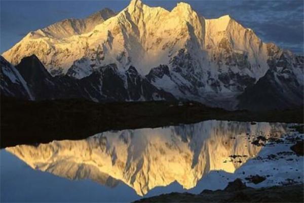 世界十大山峰 珠穆朗玛峰全球最高,第六又称魔鬼峰