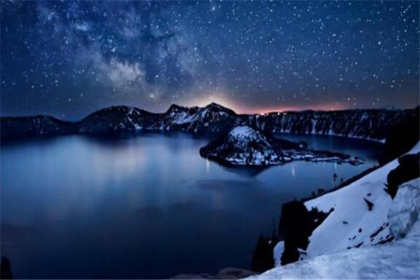 世界十大最美的湖泊 贝加尔湖冬季如冰雪王国,一眼心动之地
