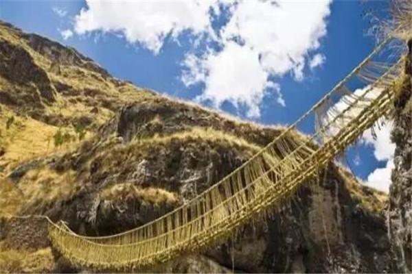 世界十大危险的桥 在江岛大桥开车像坐过山车,第四距今有600年