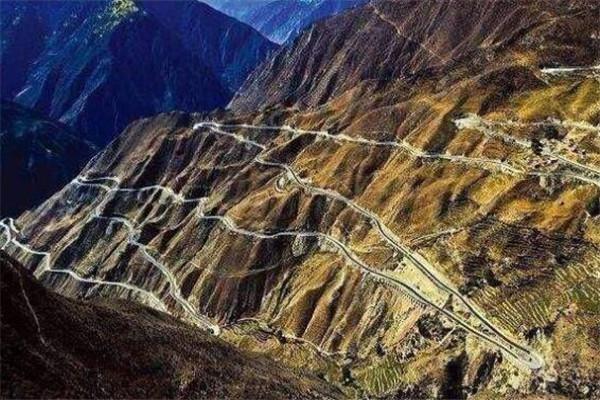世界十大最危险道路 云驾路频发意外事件,第八位于活火山旁