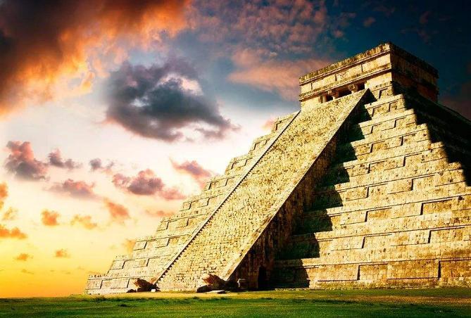 世界著名的十大景点 金字塔位列榜首,长城排第九