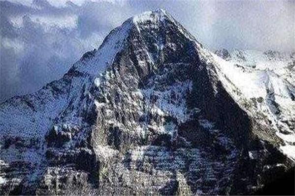世界十大最高的山峰 榜首珠穆朗玛峰高8844.43米,你知道哪几座