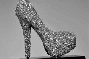 世界十大最贵的鞋 红宝石鞋镶满钻石和宝石,第六售价一亿左右