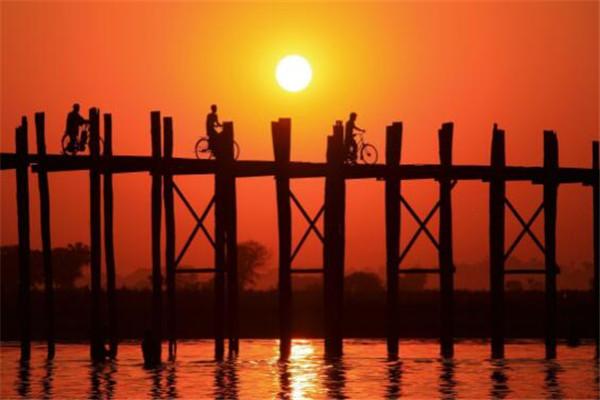 世界十大日落 我国黄山上榜,缅甸乌本桥日落此生必看