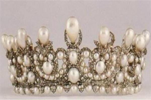 世界最贵的十大皇冠 每个都带有超多颗钻石,有钱也难买到
