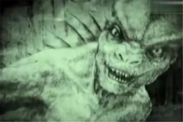 世界十大未知生物 蜥蜴人眼镜冒红光,第十传说能隔空猎物