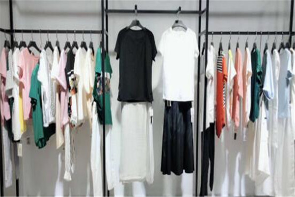 中端女装品牌 BASIC HOUSE上榜,你更喜欢哪个