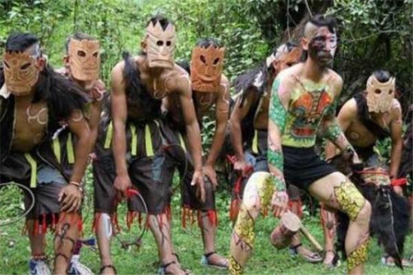 世界最奇特的十大民族 洪扎族寿命平均100岁,第三身体都是蓝色