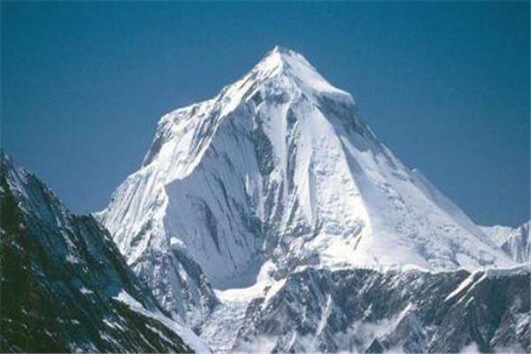 世界十大高的山 乔戈里峰地势极为陡峭,第三又被称为杀手山