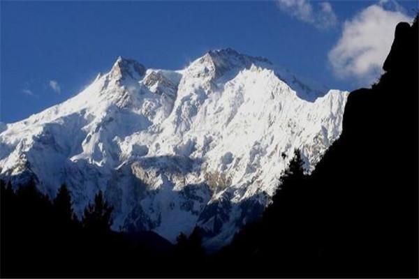 世界最高的十大山峰 乔戈里峰平均气温-50℃,榜首你一定知道