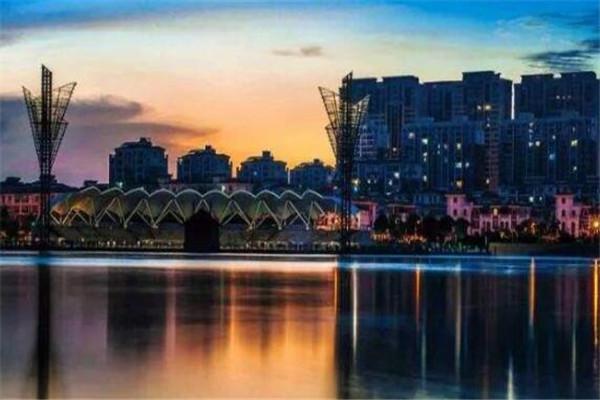 全国十大绿色县城 长兴县四季分明,安吉县三面环山
