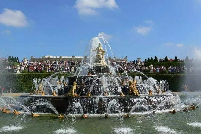 世界十大最美喷泉 中国上榜一个,最美的在新加坡
