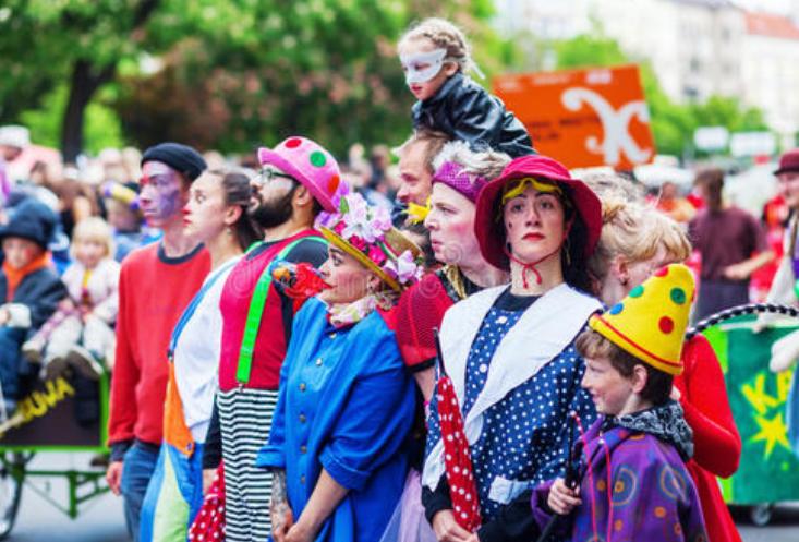 全球十大节日排行榜 春节位列榜首,狂欢节最受欢迎
