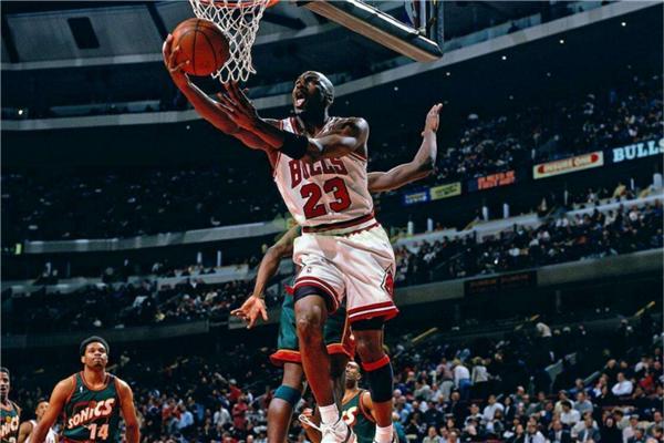 最受欢迎的十大篮球明星