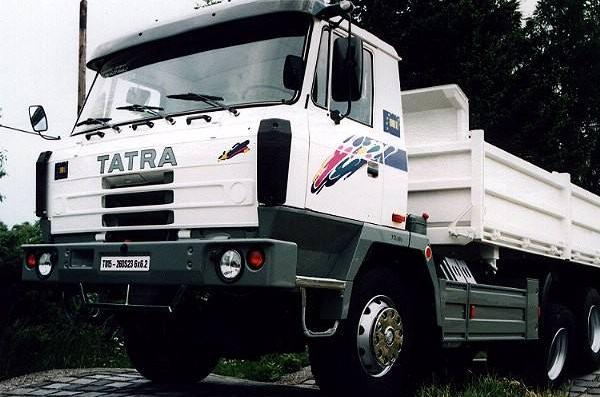 重型卡車是現代生活中經常能夠看到的一種車型,主要被用作專用車,比如消防車、灑水車、油罐車以及攪拌車等,這些都是重型卡車。那么今天排行榜123小編就來為大家盤點全球十大重卡,感興趣的小伙伴快來看看吧。    全球十大重卡:    1、斯堪尼亞    2、沃爾沃    3、奔馳卡車    4、德國曼    5、雷諾卡車    6、達夫    7、五十鈴    8、日野    9、TATRA    10、依維柯    1、斯堪尼亞    詳細介紹:斯堪尼亞創立于1900年,是一個有著一百多年歷史的卡車制造商,專注于巴士、卡車、重型卡車等系列車型的研發,其產品光銷全球一百多個過埃及和地區,并以領先的技術成為了行業的領導者。    2、沃爾沃    詳細介紹:沃爾沃誕生于1928年,是目前世界上最暢享的卡車品牌之一,上世紀在法國、美國以及德國等國家就有著很大的印象概念股里,如今產品影響力更大,銷往全球各地。    3、奔馳卡車    詳細介紹:奔馳是大家非常熟悉的汽車品牌,旗下的車型種類也非常繁多,其中重型卡車也是奔馳很注重的領域,以動力性、耐久性和安全性著稱,精湛的工藝和品質也得到了業內的認可。    4、德國曼    詳細介紹:德國曼公司創立于1785年,是目前世界上最古老的卡車制造商之一,業務遍布全球120個國家和地區,在車輛、工業服務以及發動機等領域都有著出色的表現。    5、雷諾卡車    詳細介紹:雷諾卡車是沃爾沃集團旗下的品牌,專注于現代重型卡車的研發,憑借專業化的制造模式和穩定的經營,連續多年在歐洲實用車銷量榜單上高居首位,其市場占有率也是逐步攀升。    6、達夫    詳細介紹:達夫是一個源自歐洲的汽車制造商,專注于現代客車、卡車、重型卡車等系列車型的設計,在歐洲市場上可以稱作是巨頭一般的存在,銷量以及市場份額高居前列。    7、五十鈴    詳細介紹:五十鈴汽車公司誕生于1916年,最早企業是以造船起家,直至1922年才專心汽車行業,現如今以重型、輕型貨車、轎車等作為主營系列,產品深受全球消費者的喜愛和信賴。    8、日野    詳細介紹:日野是一個源自日本的汽車公司,總部位于日本東京,企業專注于現代柴油卡車、公共汽車和其它車輛的制造,在商用車領馭也是非常有影響力的。    9、TATRA    詳細介紹:TATRA公司是世界著名的重型載貨車生產企業,成立于1850年,有著悠久的汽車生產歷史,總部位于捷克共和國的Koprivece市,公司在許多領域取得了舉世矚目的成就。    10、依維柯    詳細介紹:依維柯是意大利菲亞特車廠屬下的公司之一,成立于1975年,專門生產卡車等商用車輛,總部設于意大利北部城市杜林。