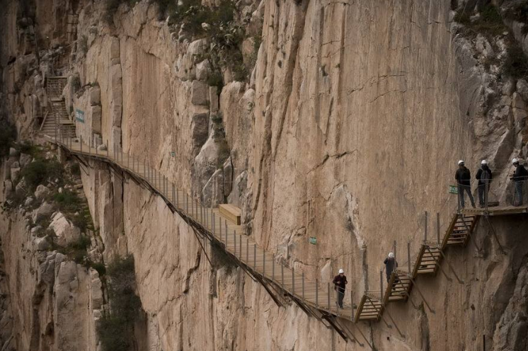 全球十大懸崖步道排行榜 中國上榜三處,每一個都超驚險