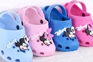 适合中国儿童十大拖鞋品牌:迪士尼拖鞋最受欢迎