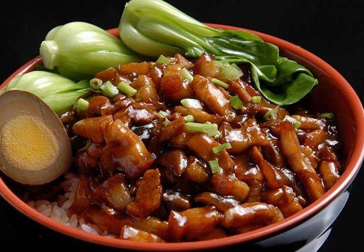 台湾最著名的小吃 卤肉饭人气最高,盐酥鸡很值得尝试