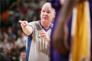 NBA五大著名裁判 乔·克劳福特资历深厚 职业生涯超30年