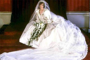 世界上最美十大婚纱:伊丽莎白二世的婚纱上镶满了1万颗珍珠