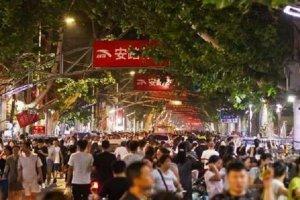 河南十大小吃街:郑州上榜三处,开封鼓楼夜市第六