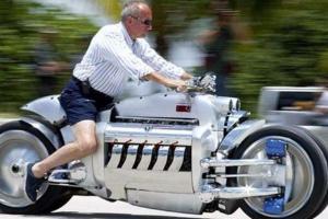 全球十大摩托跑車排行榜 道奇戰斧外觀霸氣,寶馬兩車型上榜