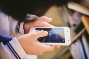 十种手机赚钱的方法:手机也可以直播,游戏陪玩成热门