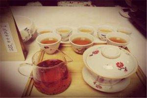 八大祛湿茶排名:溪黄草上榜 生姜红茶消暑祛湿