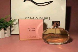 女人必买的十款经典香水:黑鸦片上榜 粉色邂逅初恋香