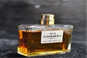 女人必买的10大香水:兰蔻奇迹上榜,它的广告词很吸引人